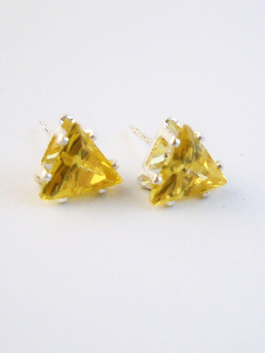 cubic beautify stud themselves sapphire yellow studs silver with home cut cz zirconia triangle genuine earrings
